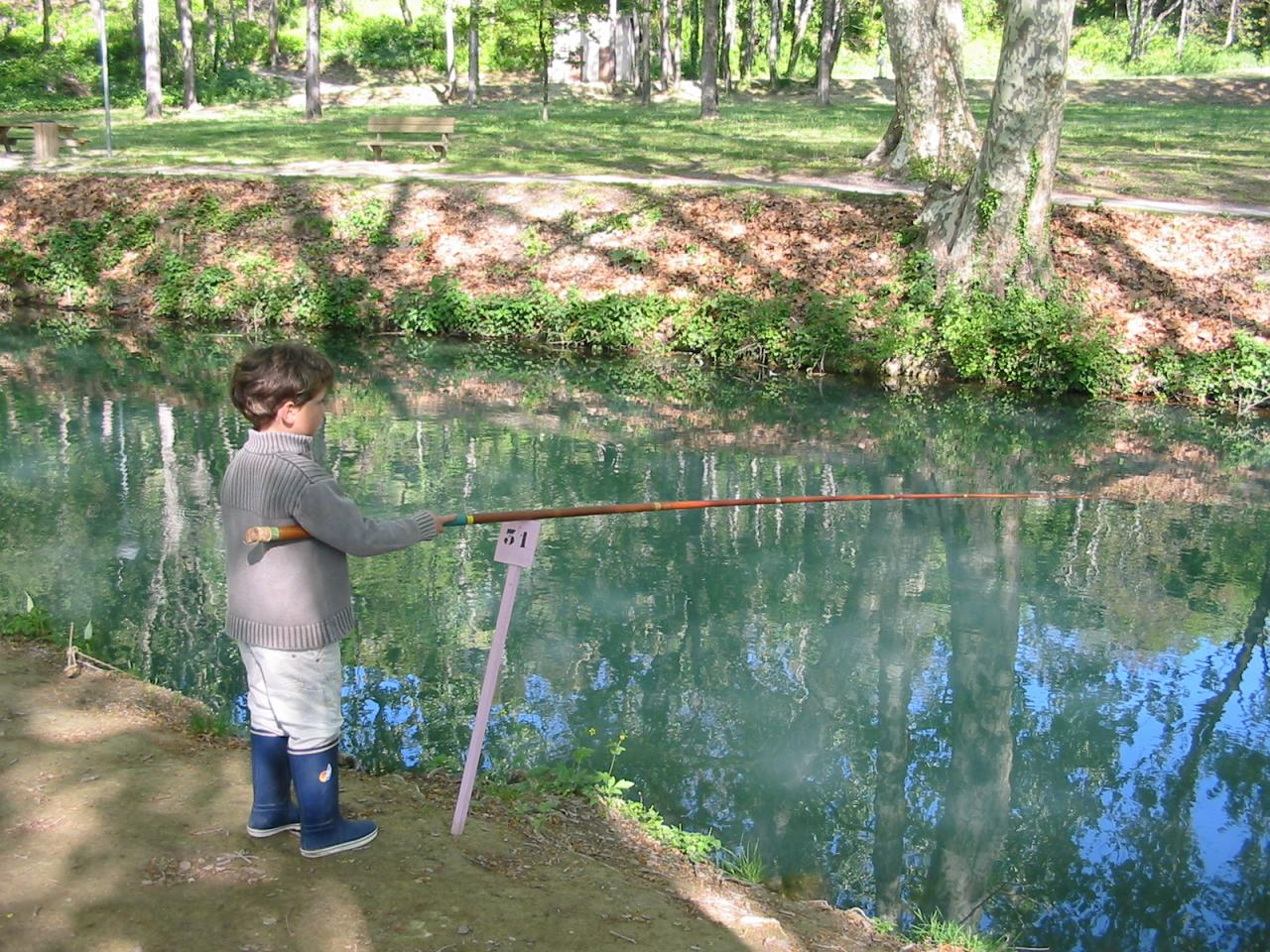 enfant concours de pêche